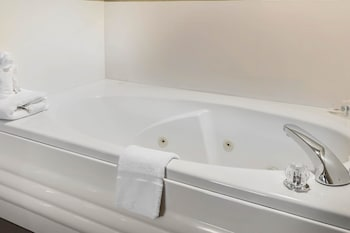 Suite, 1 King Bed, Non Smoking, Hot Tub (2 Person Hot Tub)