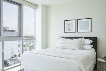 Chic Partial Ocean View One Bedroom + Balcony