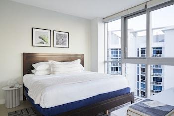 Chic Corner Bay View One Bedroom w/ Den + Terrace