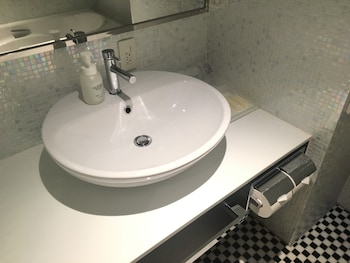 HIBIYA CITY HOTEL Bathroom Sink