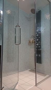 HIBIYA CITY HOTEL Bathroom Shower