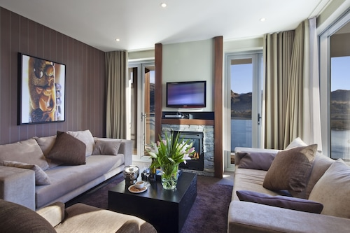. Queenstown Village Apartments