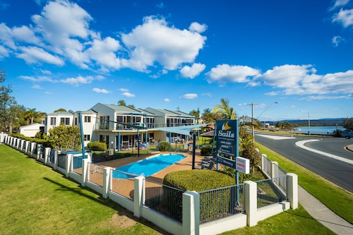 . Sails Luxury Apartments Merimbula