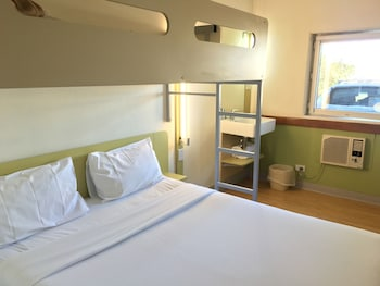 Guestroom at ibis Budget Campbelltown in Campbelltown