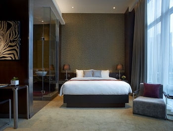Convention Queen Bed Room
