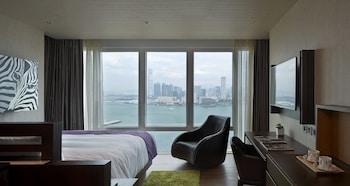 Luxury Queen Room - Harbour View