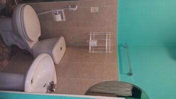 Treasure Island Hotel Pampanga Bathroom