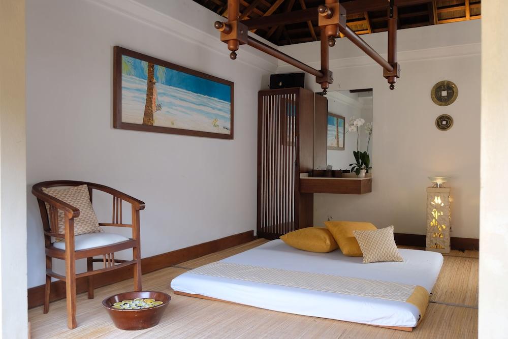 https://i.travelapi.com/hotels/10000000/9740000/9734400/9734364/8dd845eb_z.jpg