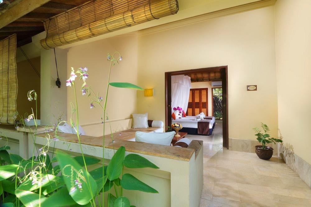https://i.travelapi.com/hotels/10000000/9740000/9734400/9734364/97d7c9fa_z.jpg