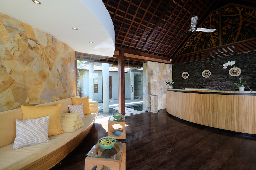 https://i.travelapi.com/hotels/10000000/9740000/9734400/9734364/aea227d9_z.jpg
