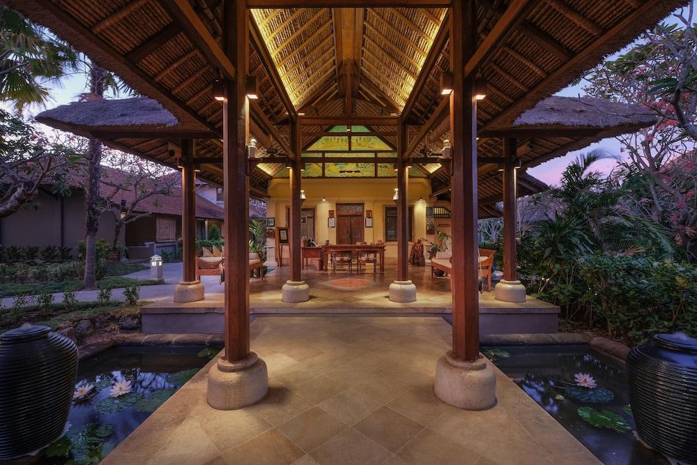 https://i.travelapi.com/hotels/10000000/9740000/9734400/9734364/fe88801b_z.jpg