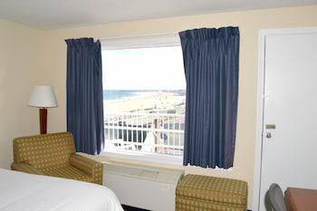 Basic Double Room, 2 Double Beds, Non Smoking, Partial Ocean View