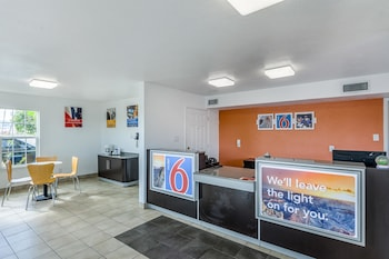 Lobby at Motel 6 Fort Worth Convention Center in Fort Worth