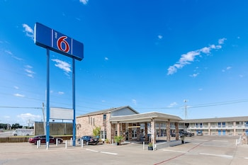 Featured Image at Motel 6 Fort Worth Convention Center in Fort Worth