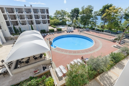 . Hotel Kolovare
