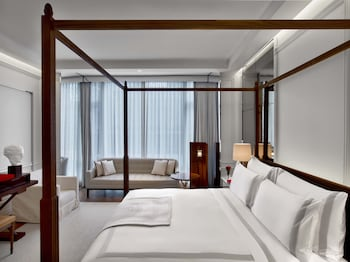 Classic Room, 1 King Bed (Grand)