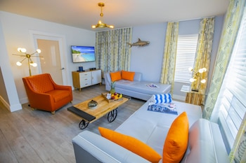 Suite, 1 Bedroom - $20 Daily Dining Credit