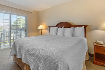 Luxury Suite, 1 King Bed with Sofa bed, Balcony
