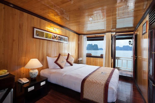 Garden Bay Luxury Cruise, Hạ Long