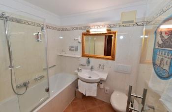 Schloss Hotel Wasserburg - Bathroom  - #0