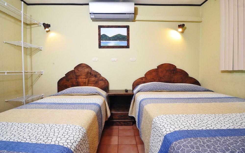 https://i.travelapi.com/hotels/10000000/9790000/9786500/9786464/0d7173d5_z.jpg