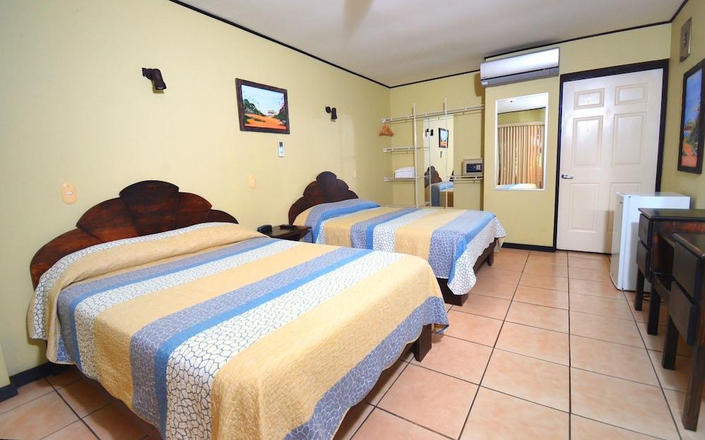 https://i.travelapi.com/hotels/10000000/9790000/9786500/9786464/9cc28291_z.jpg