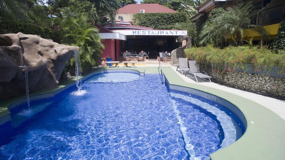 https://i.travelapi.com/hotels/10000000/9790000/9786500/9786464/9cea5061_z.jpg
