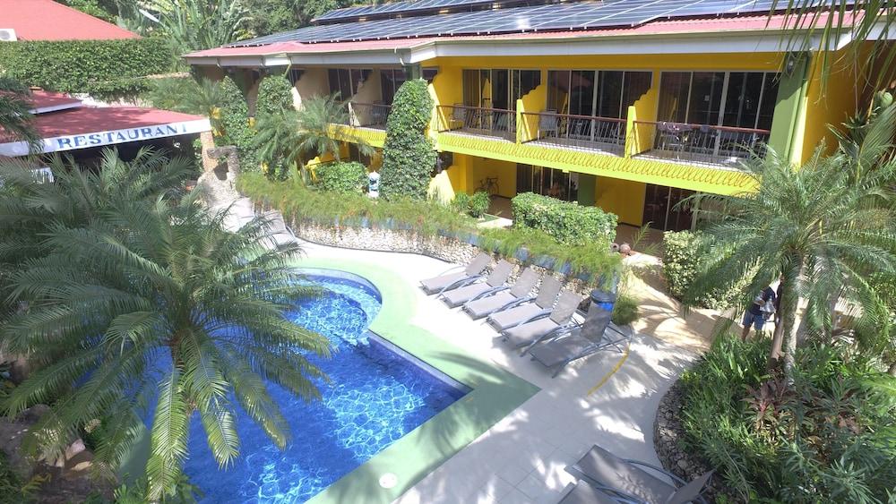 https://i.travelapi.com/hotels/10000000/9790000/9786500/9786464/ff4e05c1_z.jpg