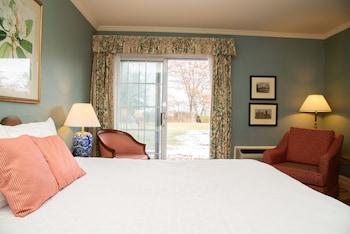 Comfort Room, 1 Queen Bed, Garden View