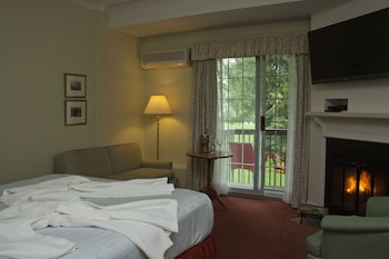 Inn Plus Guestroom, King Bed with Fireplace