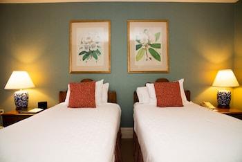 Comfort Room, 2 Double Beds, Garden View