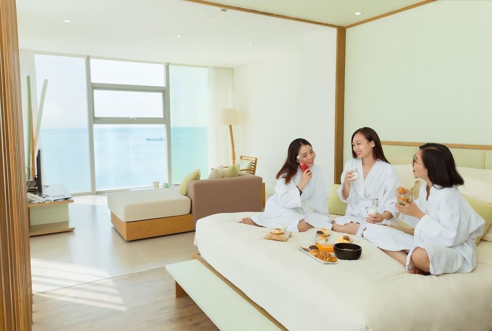 호텔이미지_Room Service - Dining