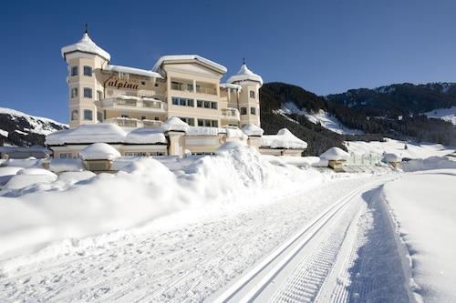 . Traumhotel Alpina Superior – Yoga & Ayurveda Hotel (Adults Only)