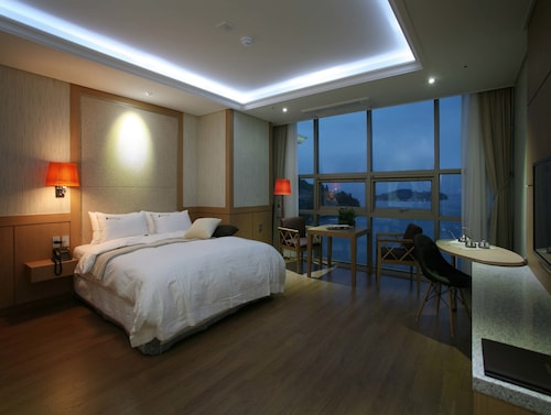 . Benikea Hotel Yeosu