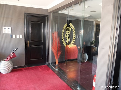 Fields Plaza Suites Condo-hotel, Mabalacat
