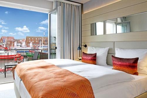 __{offers.Best_flights}__ Hafenhotel Meereszeiten
