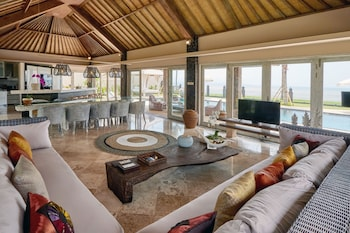 Four Bedroom Beach Front Villa With Private Pool - Sunrise