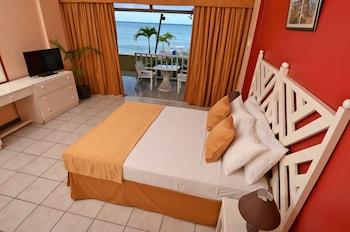 Superior Suite, 1 Bedroom, Kitchenette, Beachfront