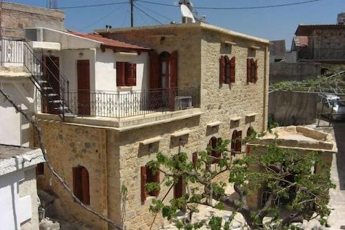. Patriko Traditional Residence