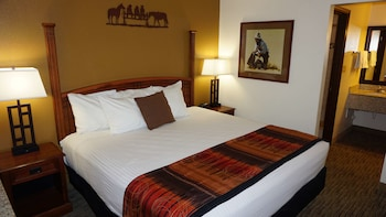 Suite, 1 King Bed, Non Smoking, Refrigerator & Microwave (with Single Sofabed)