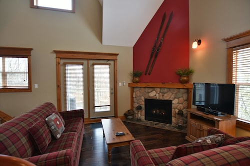 The Lodges at Blue Mountain - Historic Snowbridge Condos, Grey