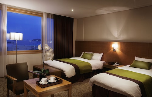 . Y Ocean Tourist Hotel