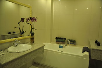 Subic Residencias Bathroom