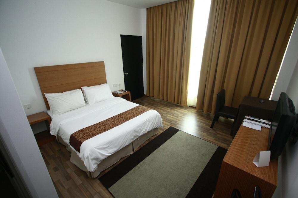 ドーマニ ホテル クチン