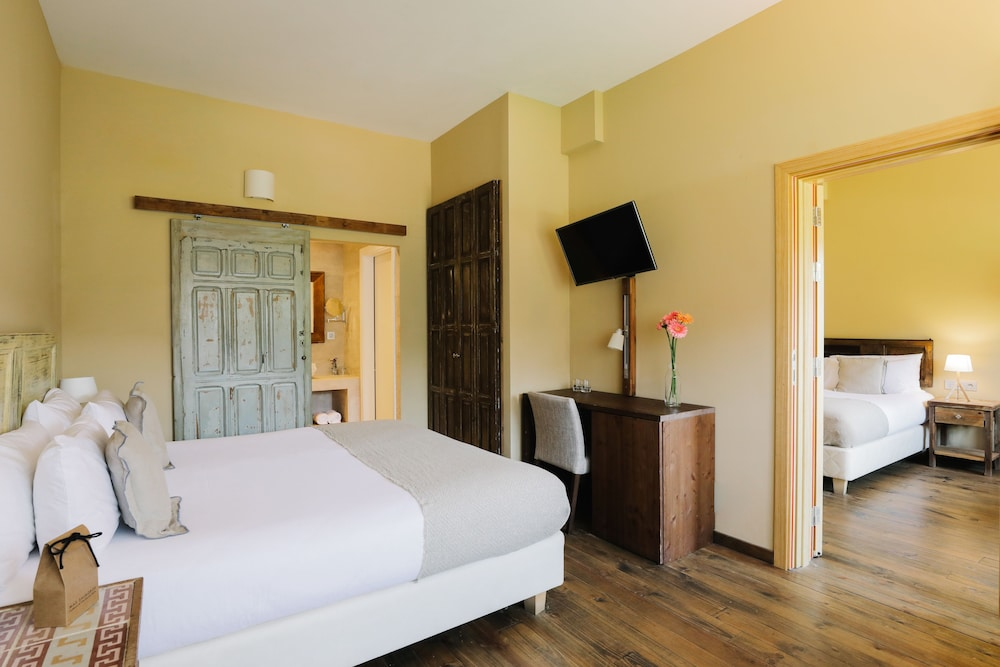 Double Room, Connecting Rooms