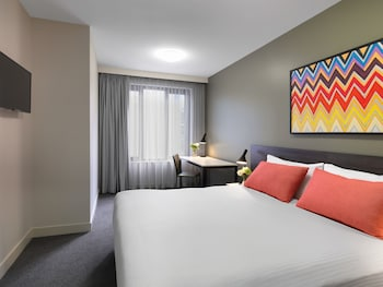 Guestroom at Adina Apartment Hotel Sydney Airport in Mascot