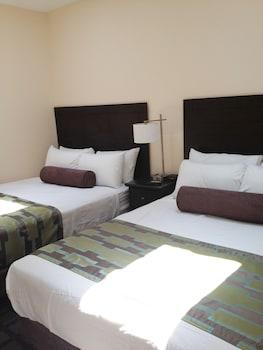 Deluxe Suite, 2 Bedrooms, Kitchen, City View