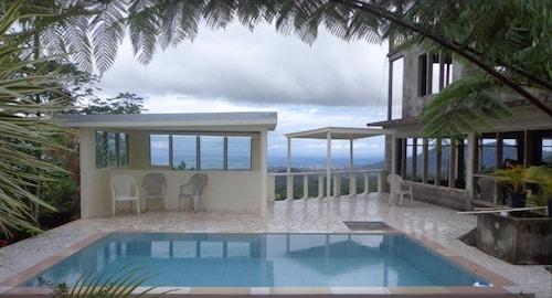 Dave Parker's Eco Lodge, Faleata West