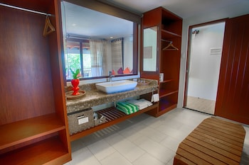 Amun Ini Beach Resort & Spa Bohol Bathroom