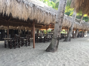 Cove Sands Beach Resort Dumaguete Dining